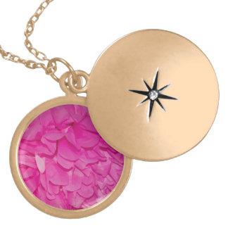 Rosa struktur för silkespapperpappersblomma guldpläterat halsband