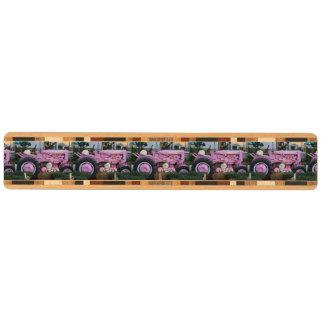 Rosa traktor nyckelhängare