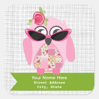 Rosa uggla med solglasögonadressklistermärken fyrkantigt klistermärke