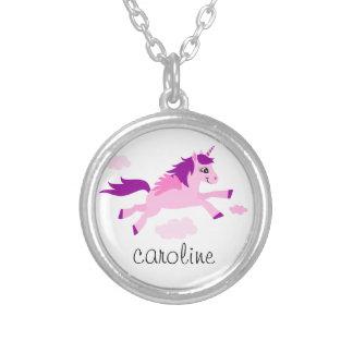 Rosa unicorn med vingarpersonlignamn halsband med rund hängsmycke