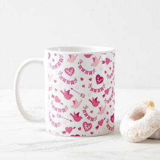 Rosa valentin mönster för pilar för fåglar för kaffemugg