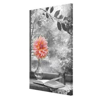rosablomma på en regnig dagkanvastryck canvastryck