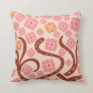Rosablommor och grenar kudde