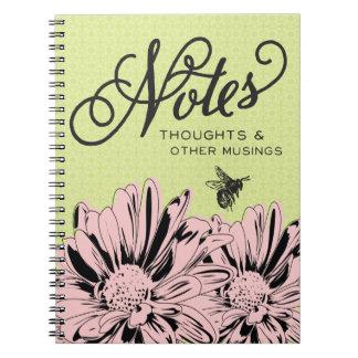 Rosan blommar, & vintagebiet noterar anteckningsbok med spiral