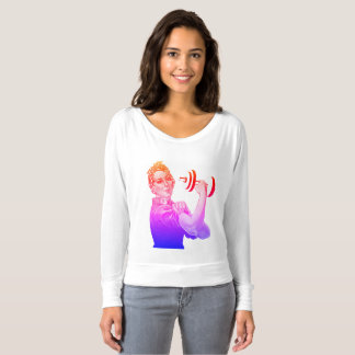 Rosie drivalyftarmen i regnbåge t-shirt