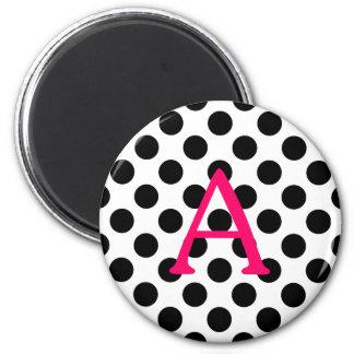 Rosor märker A på svart polka dots Magnet