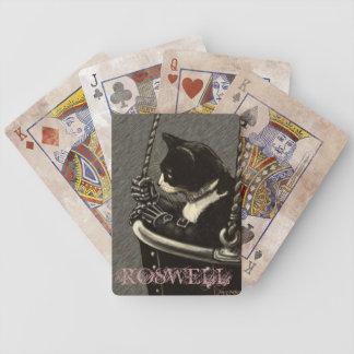 Roswell som leker kort spelkort
