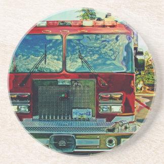 Rött avfyra lastbilbrandman gåvan för konst underlägg sandsten