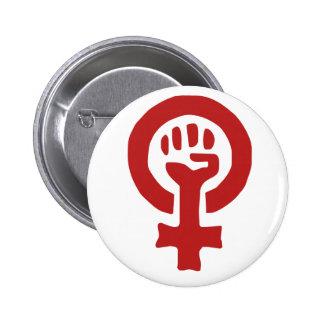 Rött feminismsymbol nål