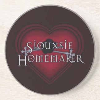 Rött handarbete för Siouxsie Homemaker Underlägg Sandsten