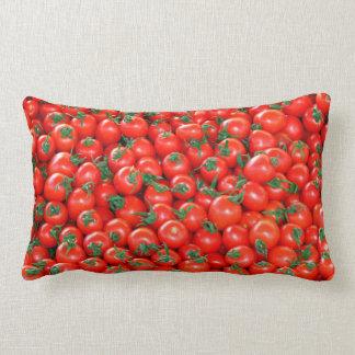 Rött körsbärsrött tomatmönster lumbarkudde