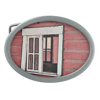 Rött ladugårdfönster