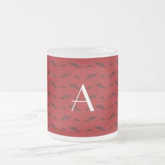 Rött mustaschmönster för Monogram Frostad Glas Mugg