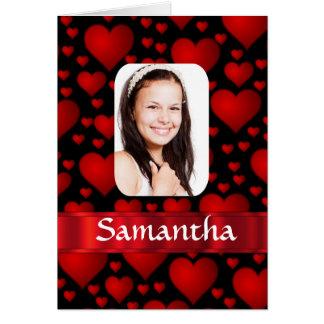 Rött och svart hjärtapersonligfoto hälsningskort