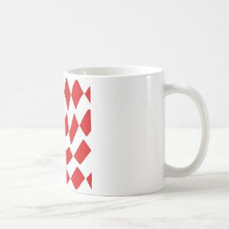 Rött och vit snedvrida schackbrädet vit mugg