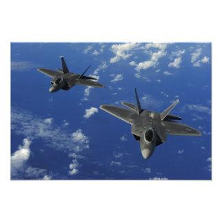 Rovfåglar för US-flygvapen F-22 i flyg nära Guam Fotokonst