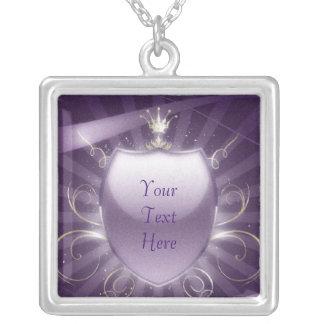 Royalet skyddar - anpassadetext silverpläterat halsband
