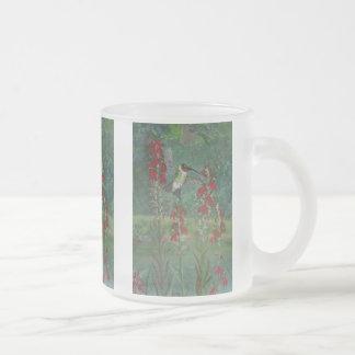 Ruby-hals och huvudsaklig blomma frostad glasmugg