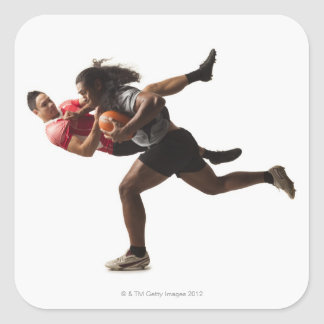 Rugbyspelare som tacklar för boll fyrkantigt klistermärke