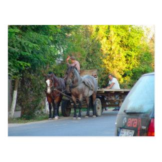 Rumänien modern transport som är forntida och vykort