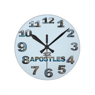 Rundaväggen för tolv apostlar tar tid på rund klocka