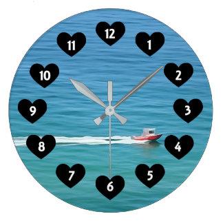 Rusa fartyget med hjärtaväggen tar tid på stor klocka