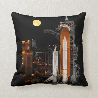Rymdfärjaupptäckt och måne kudde