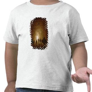 Ryttare och gångare som passerar till och med ett t shirt