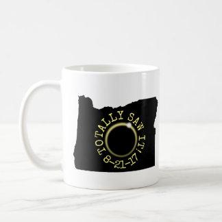 Såga totalt det den sammanlagda sol- förmörkelsen kaffemugg