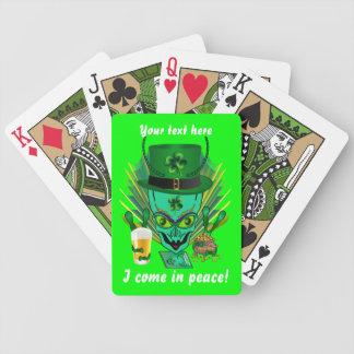 Saint patrick beskådar all stilar antyder spelkort