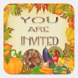 Sälar för happy thanksgivinginbjudankuvert fyrkantigt klistermärke