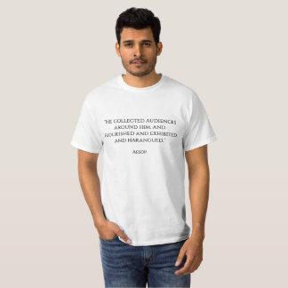 """""""Samlade frodasde han åhörare runt om honom och Tee Shirts"""