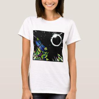 Sammanlagd sol- förmörkelse med en slända tshirts