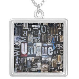 Sammansättning av boktryckkvarter silverpläterat halsband