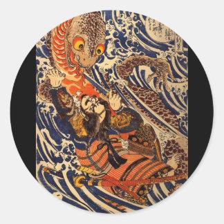 Samurai som slåss den stora reptilen, circa 1800's runt klistermärke