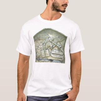 Sandstenängel med trumpet tee shirt