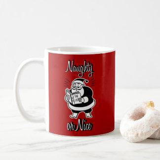 Santa listar den stygga eller trevliga kaffemugg