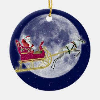 Santa och ren rund julgransprydnad i keramik