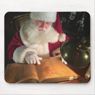 Santa tittar styggt, och Nice listar Musmatta
