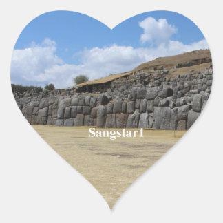 Saqsaywaman hjärtaklistermärkear som är glansiga hjärtformat klistermärke