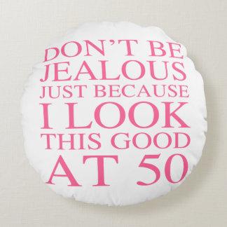 Sassy 50th födelsedag för kvinnor rund kudde