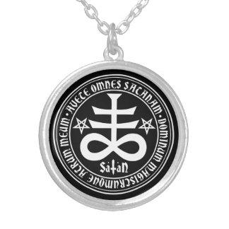 Satanic kor med hagelSatan text och Pentagrams Silverpläterat Halsband
