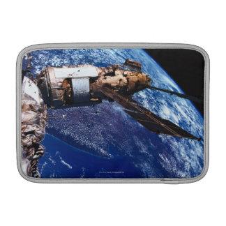 Satellit- Orbiting i utrymme 2 MacBook Sleeve