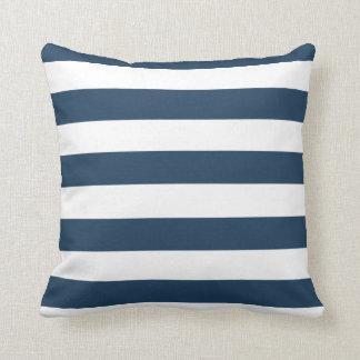 Sätta en klocka på marinblått och vit görar randig kudde