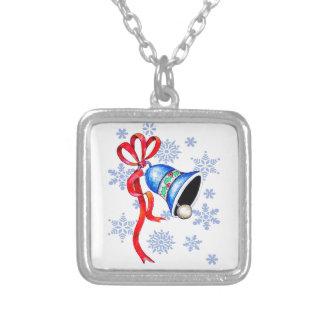 Sätta en klocka på & snöflingorhalsbandet - silverpläterat halsband