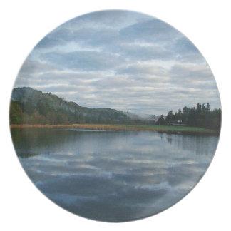 Sceniskt Oregon moln för träd för skog för Tallrik
