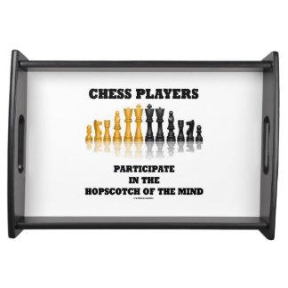 Schackspelare deltar Hopscotch varar besvärad Serveringsbricka