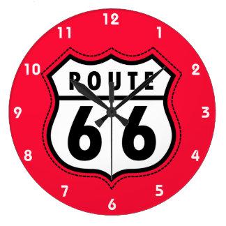 Scharlakansrött rött vägmärke för rutt 66 stor klocka