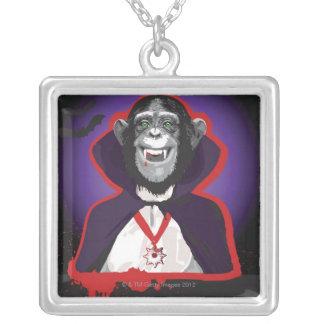 Schimpans i den Dracula dräkten Halsband Med Fyrkantigt Hängsmycke