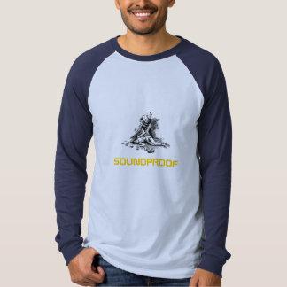 scifi-man-med-stråle-vapen-pistol-i-huva-och-em tee shirts